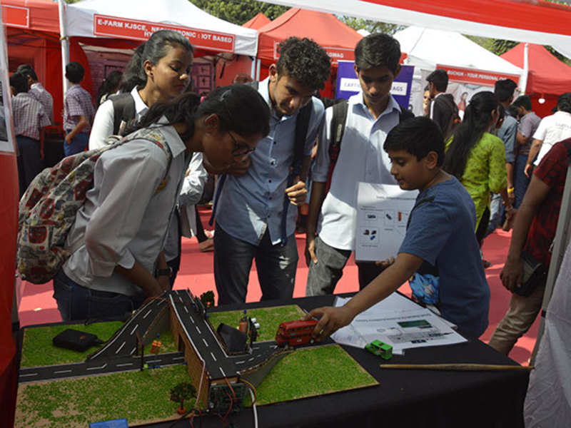 Hundreds of students and innovation enthusiasts throng Maker Mela