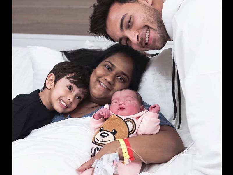 Daddy cool Aayush Sharma clicks a cute picture of Arpita Khan Sharma and kids Ahil & Ayat