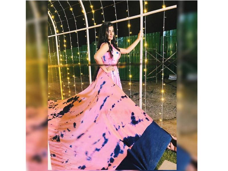 Photo: Akshara Singh strikes a stunning pose in an elaborate gown