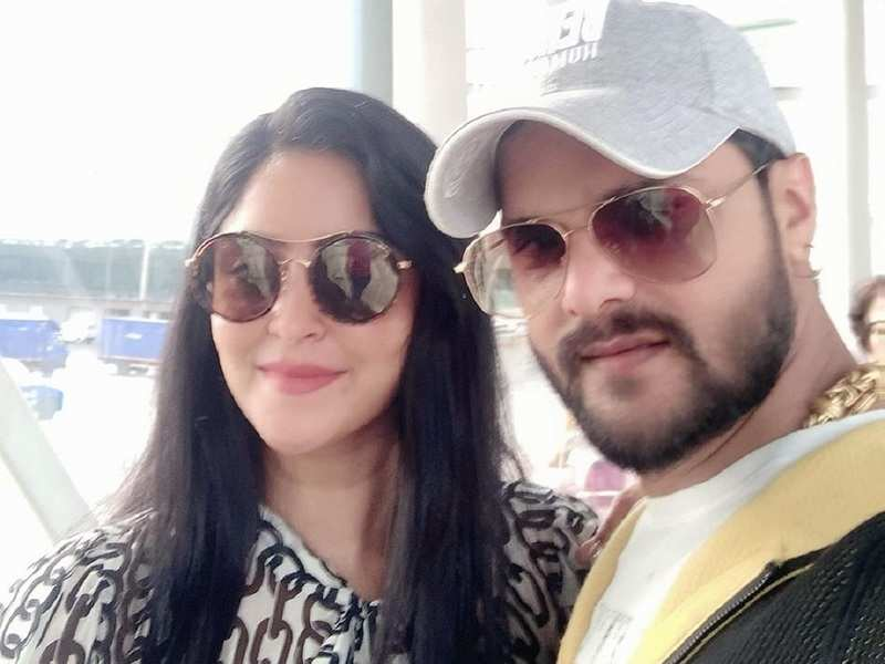 Shubhi Sharma shares a selfie with co-star Khesari Lal Yadav