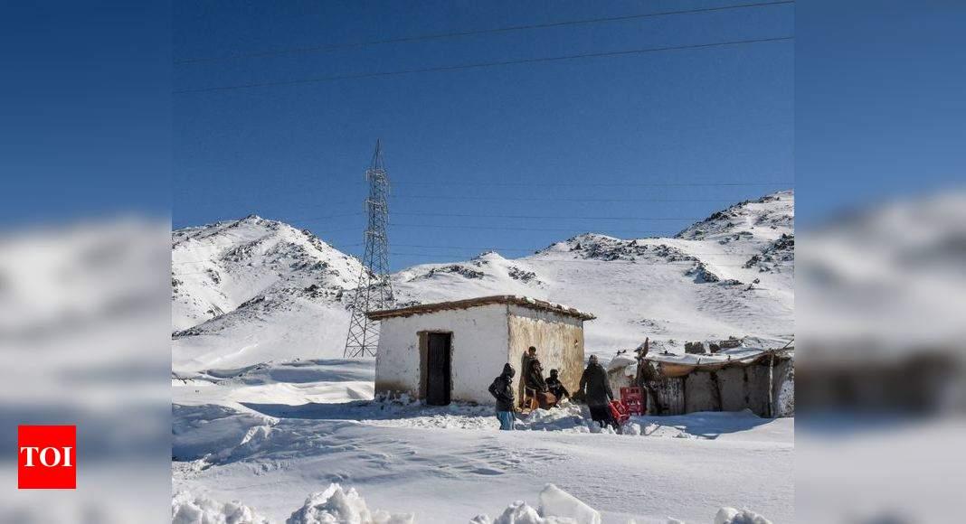 Heavy snowfall, rain claim nearly 84 lives in Pakistan