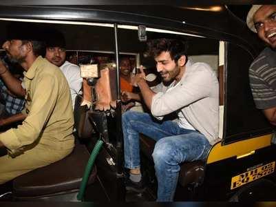 Photos: Kartik Aaryan opts for a rickshaw ride