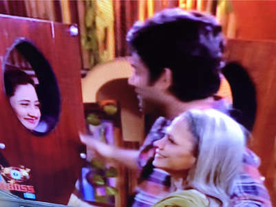 BB13: Siddharth's mom enters the house