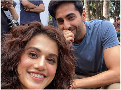 Taapsee & Ayushmann pose for a selfie
