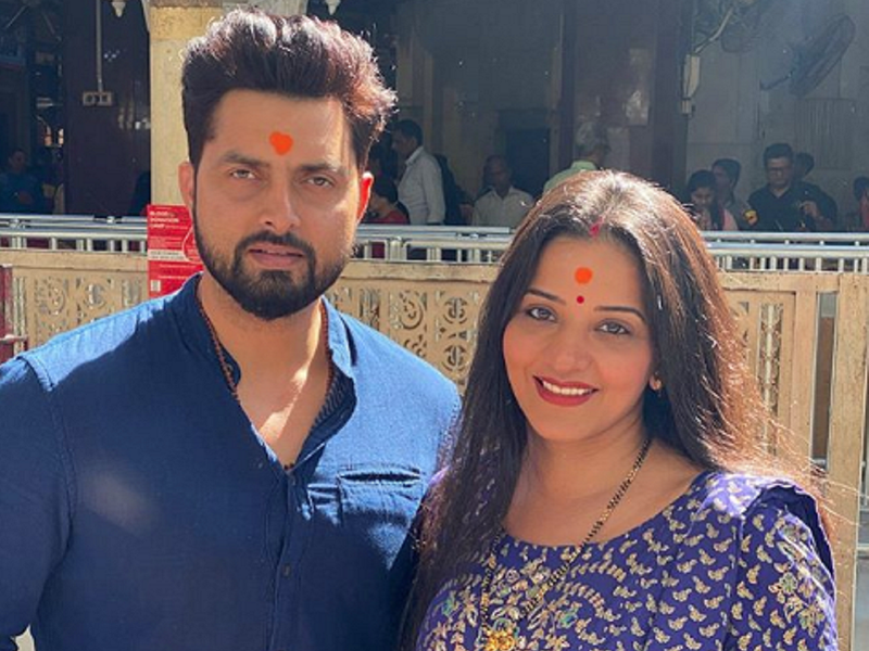 Monalisa visits Siddhivinayak Temple with husband Vikrant on their marriage anniversary