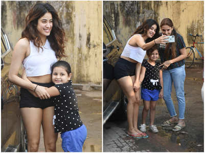 Janhvi clicks photos with a kiddie fan