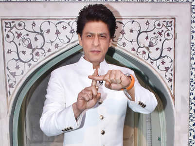 SRK dressed in all white for Dance Plus 5