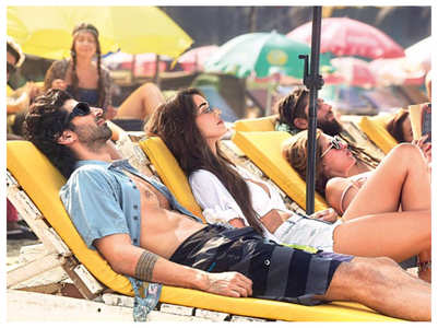 PIC: Disha-Aditya soak up the sun on a beach