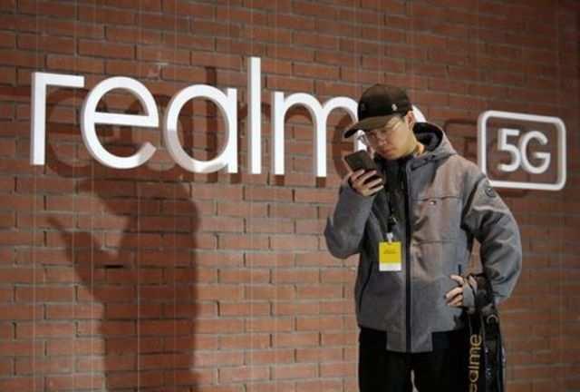 Realme's smartphone market share drops; Samsung and Xiaomi gain