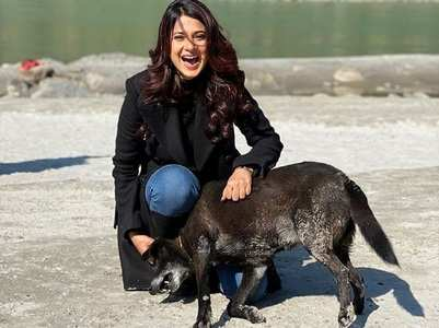 Jennifer plays with a dog on sets of Beyhadh