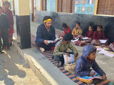Sunil Grover is back to school, see pics