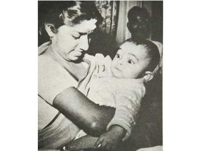 Rishi posts throwback pic with Lata Mangeshkar