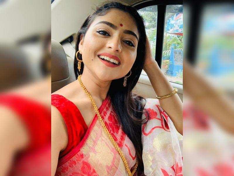 Aindrila misses her home in Saraswati Puja