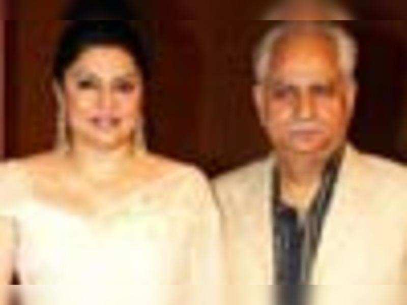 Ramesh Sippy-Kiran mark 20 yrs of marriage