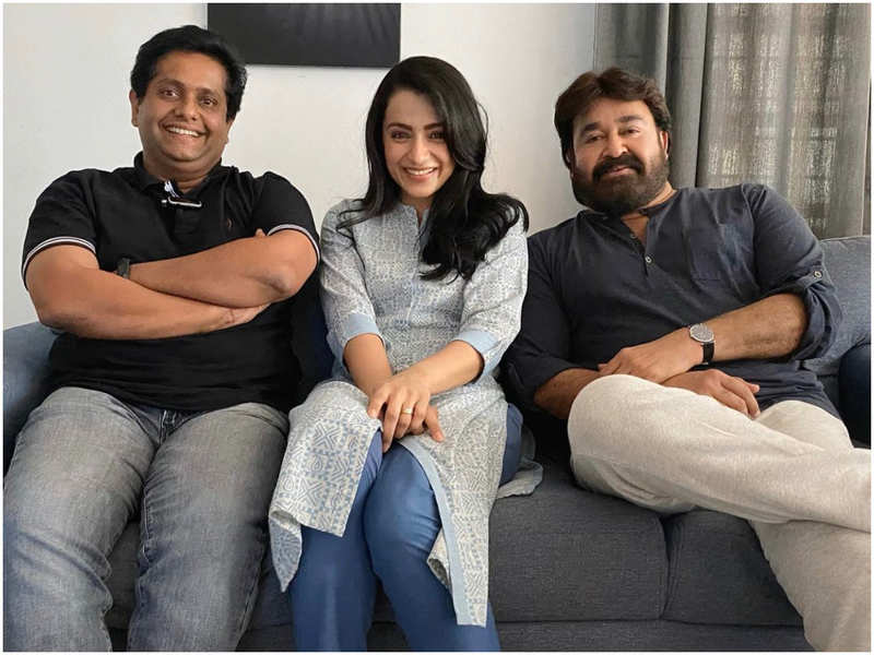 Jeethu Joseph freezes the moment when Mohanlal and Trisha were on the 'RAM' set with a click