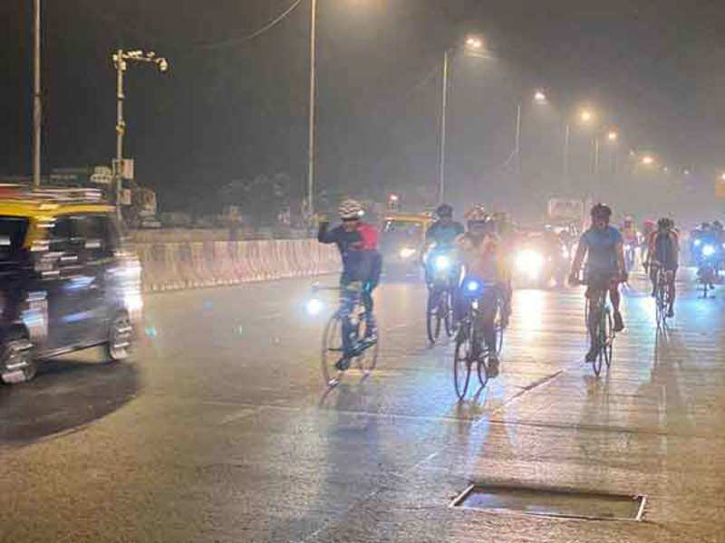 Cyclists take part in the pledge to safety ride in the city