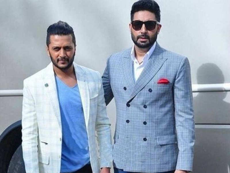 When Abhishek Bachchan brought Akshay Kumar to his knees in Riteish Deshmukh's throwback pic