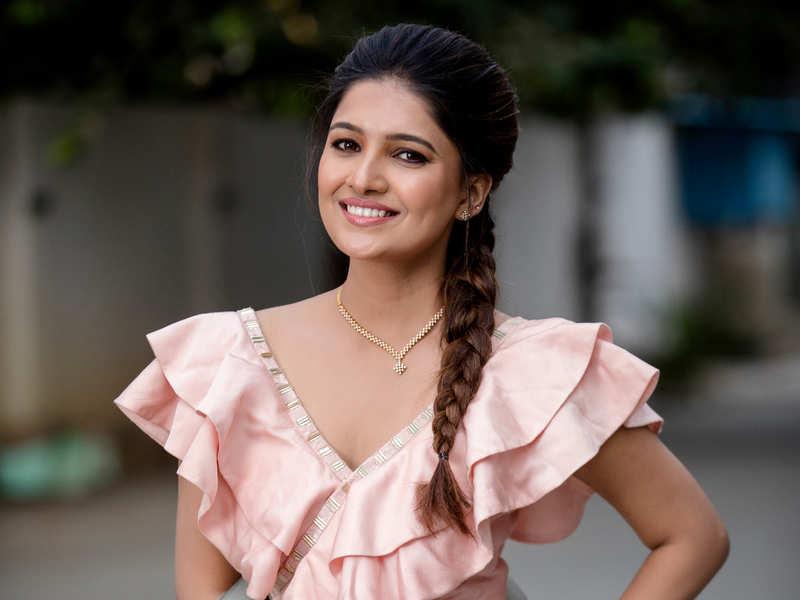 Will Vani Bhojan play Atharvaa's love interest?   Tamil Movie News - Times  of India