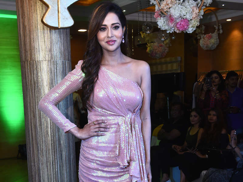 Raiza Wilson turned heads at Chaitanya Rao's Spring Summer Collection 2020 at Aquaab