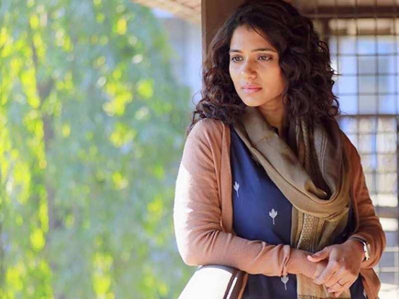 'Ekada Kaay Zala': Urmilla Kothare shares her candid 'moment' from the sets