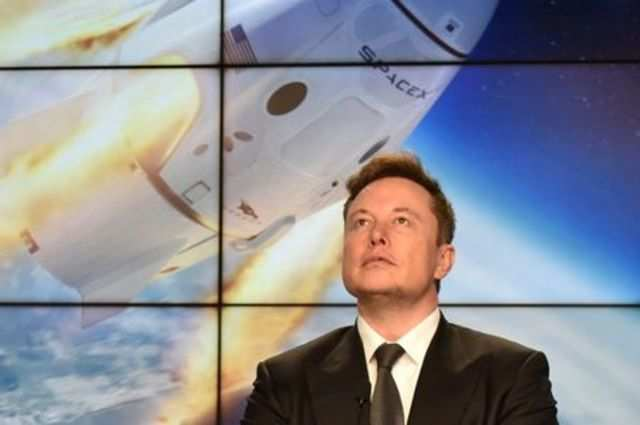 SpaceX hires ex-NASA expert, prepares to launch astronauts