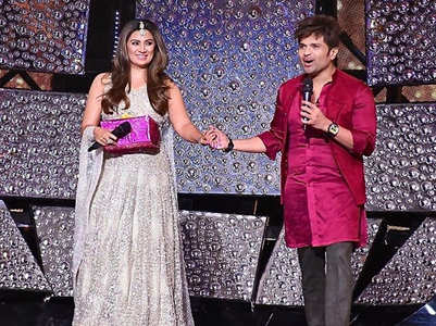 Himesh's wife Sonia visits Indian Idol 11 set