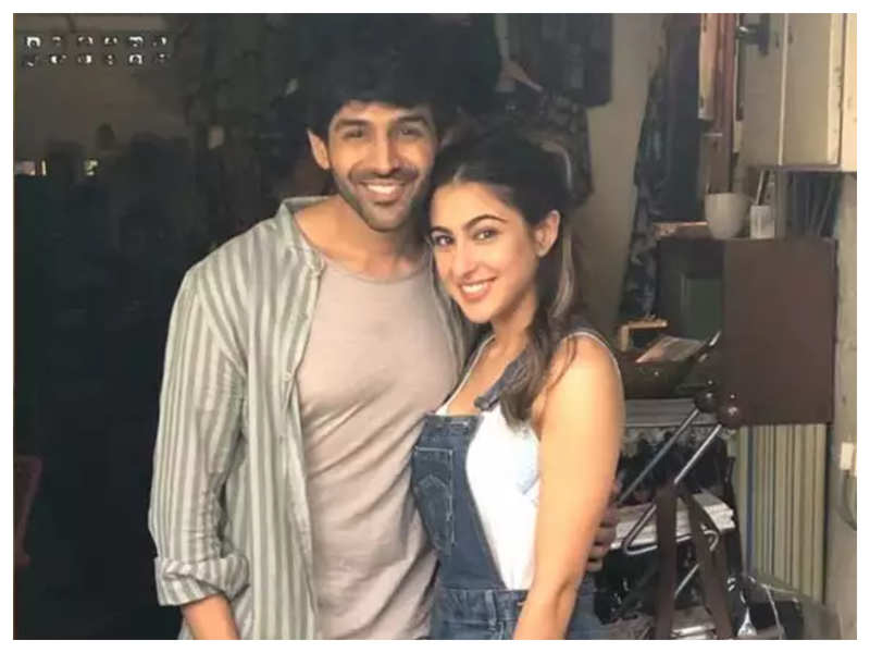 Watch: We just cannot get over this video of Sara Ali Khan putting Kartik Aaryan's hand around her waist!