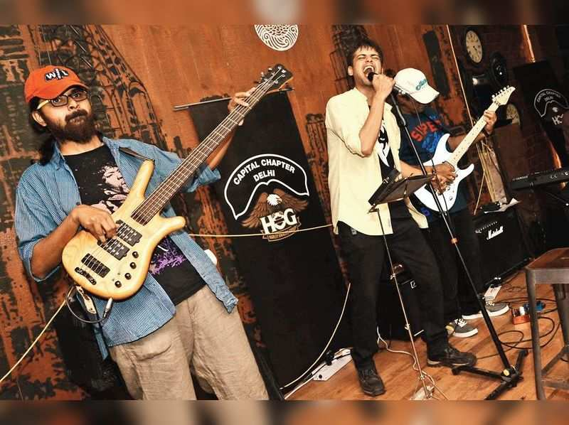 Owing to the new rule which implies that bars and pubs in Baner cannot play music post 10 pm, many establishments have cancelled live performances planned for Valentine's Day