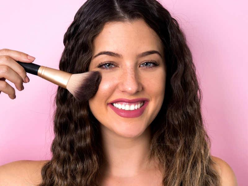 4 ways to get natural looking make-up base