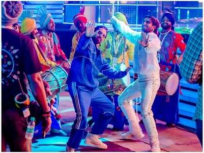 Ayushmann & Ranveer show their bhangra moves