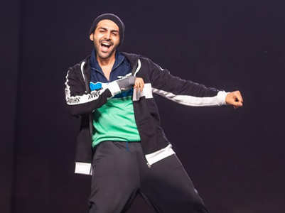 Video: Here's a glimpse of Kartik's Filmfare act