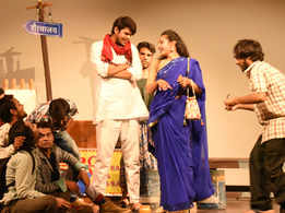 Humorous play 'Ek Ladki Paanch Deewane' around desi majnus staged in Jaipur