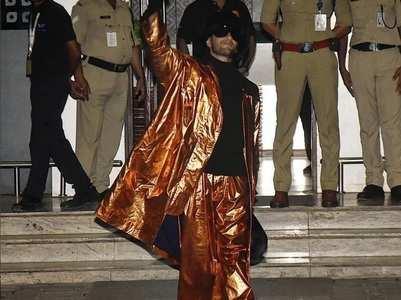 Netizen troll Ranveer Singh's golden outfit