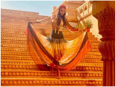Malaika turns muse to KJo in Jaisalmer