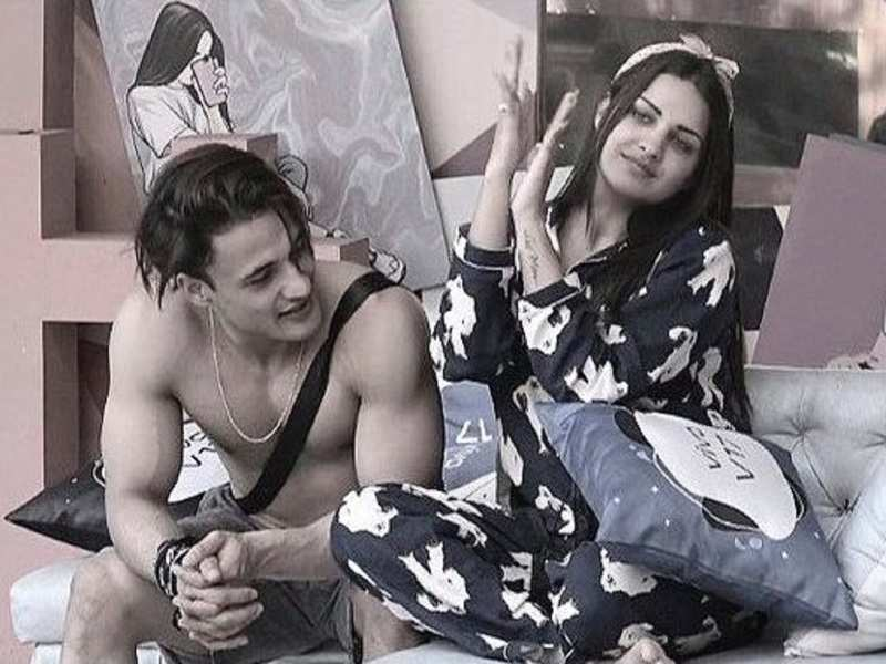 Bigg Boss 13's Asim Riaz gets protective about girlfriend Himanshi Khurana; asks fans not to judge who he is with
