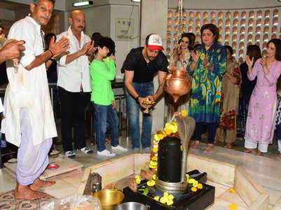 Hrithik-Sussane offers prayers to Lord Shiva