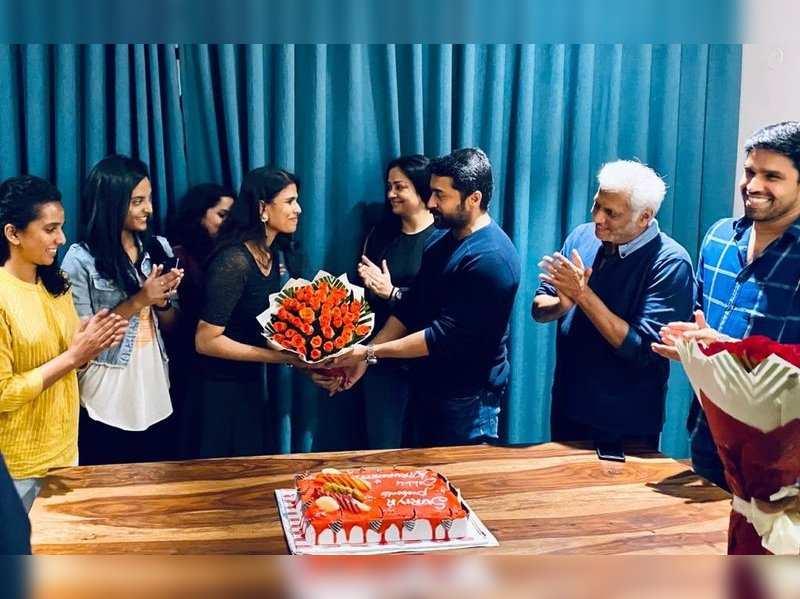 Halitha celebrates 50-day run of 'Sillu Karupatti' with Suriya and Jyothika