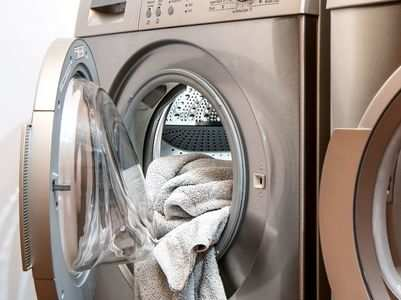 Do your clothes smell once out from the dryer? We found 5 culprits