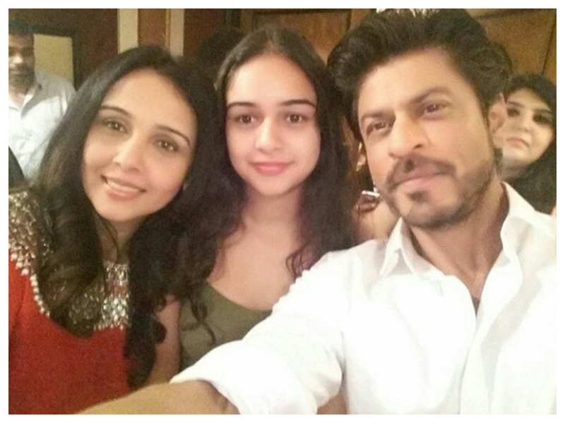 26 years of 'Kabhi Haan Kabhi Naa': Shah Rukh Khan's lovely selfie with Suchitra Krishnamoorthi and her daughter Kaveri is unmissable!