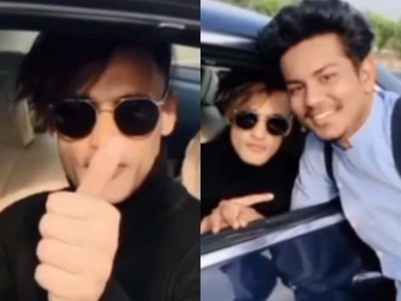 Bigg Boss 13 fame Asim Riaz' car chased by fans on a bike, makes their day by clicking selfies with them