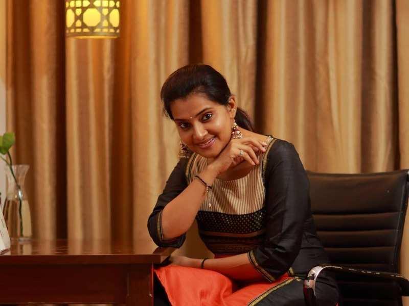 Azhagu fame Sruthi Raj thanks everyone for making her birthday special