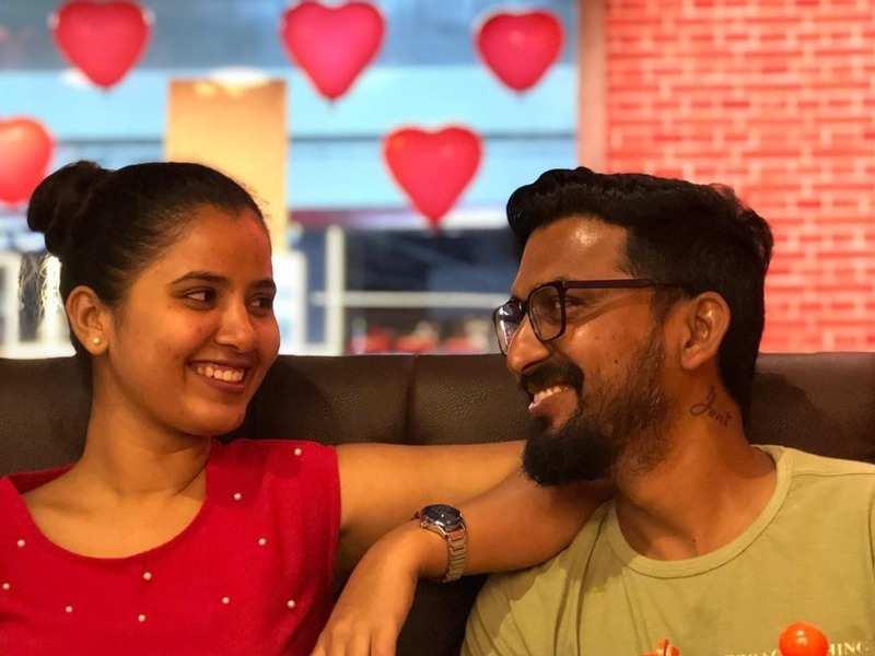 Popular actress Nanditha Jennifer celebrates 14th wedding anniversary with hubby Kasi Viswanathan