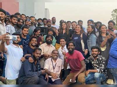 Raveena wrap ups the 'KGF: Chapter 2' shoot