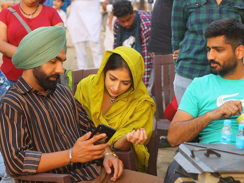 'Sufna' enters into week 3; actress Tania and director Jagdeep Sidhu share pictures to express contentment