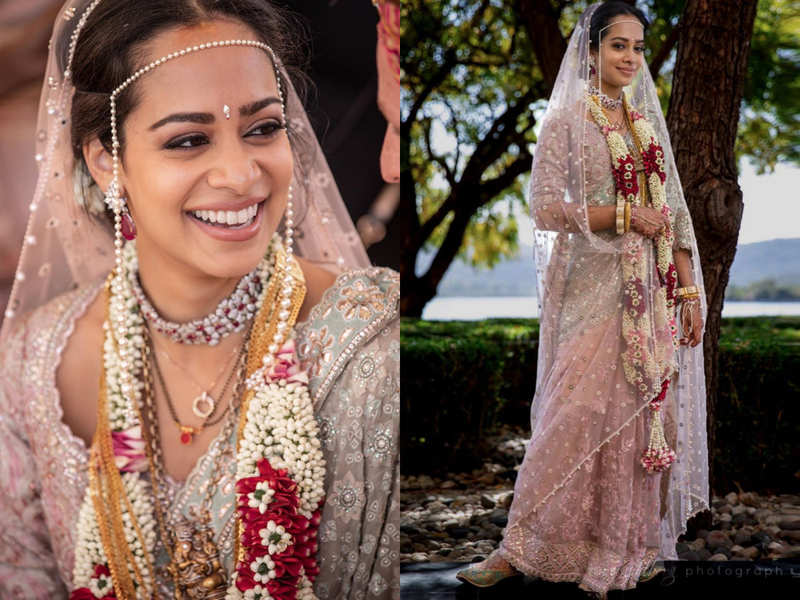 This NRI Hollywood actress wore a Tarun Tahiliani pink and green pearl sari for her Maharashtrian wedding