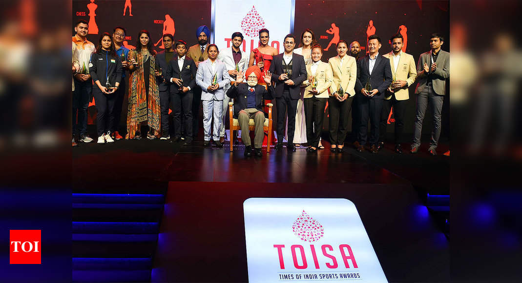 PV Sindhu is Sportsperson of the Year at TOISA thumbnail
