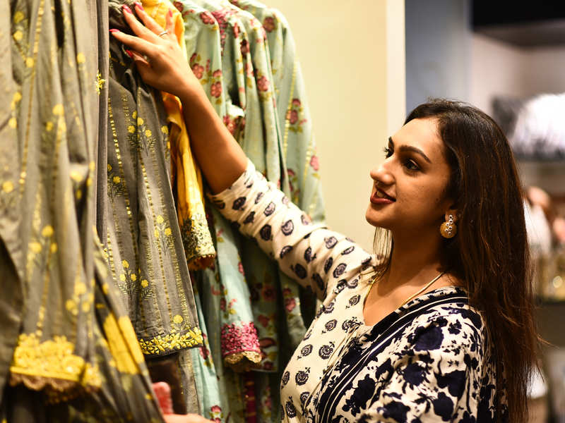 Pritha Hari had a gala time at the store launch of Nidhi's Multi Designer store at Nungambakkam