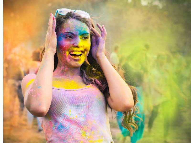 5 beauty tips to remove Holi colours from skin