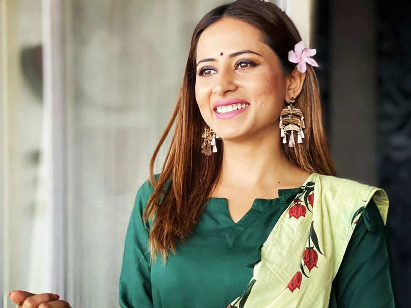 Sargun Mehta wishes fans on Holi with a special 'Balam Pichkari' dance video