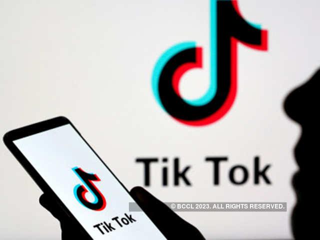 US senators seek to ban federal employees from using TikTok on their phones